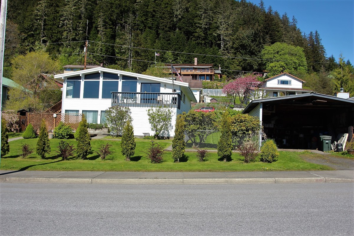 218 2nd street,Wrangell,Alaska 99929,5 Bedrooms Bedrooms,2 BathroomsBathrooms,Single Family Home,2nd street,1010